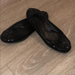 TORY BURCH BLACK PATENT LEATHER FLATS SIZE 9.5